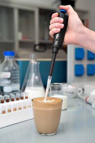 Как взаимодействуют молоко и кофе?